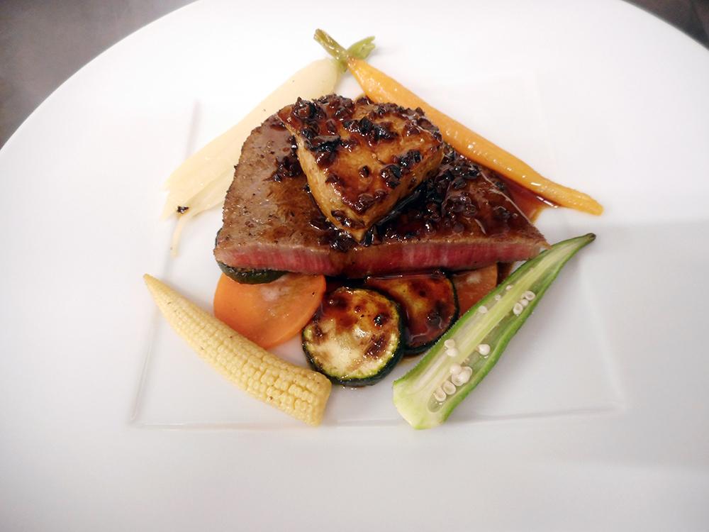 高級食材A5ランクの和牛ヒレ肉、フォアグラ、トリュフをふんだんに使ったロッシーニステーキ